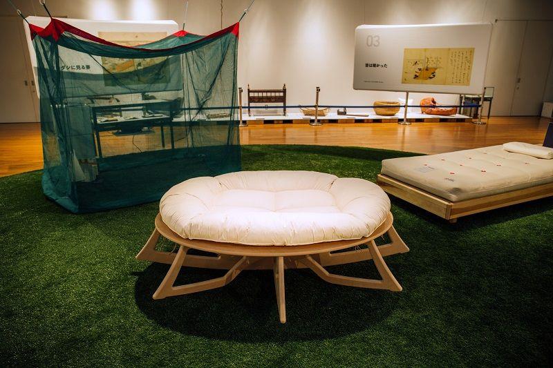 人類進化ベッド展示風景